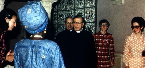 Na zdjęciu św. Josemaría przy wejściu do Villa delle Rose, kilka godzin przed swoją śmiercią.