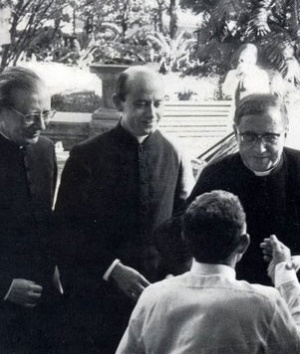 Saint Josémaria avec l'abbé Francisco Faus et don Álvaro del Portillo