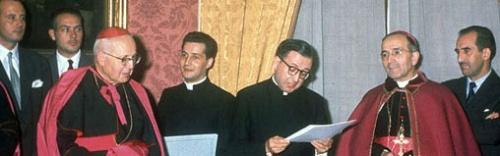 Saint Josémaria remercie le maire et l'archevêque de Pampelune, ainsi que le nonce apostolique