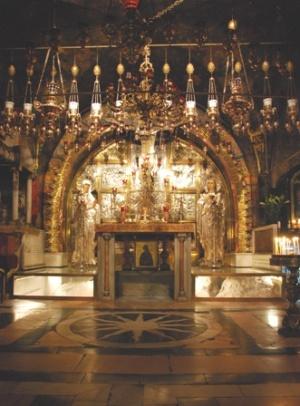 À gauche de la chapelle de la Crucifixion, il y a la chapelle du Calvaire correspondant à la douzième station. Photo :  Alfred Driessen.