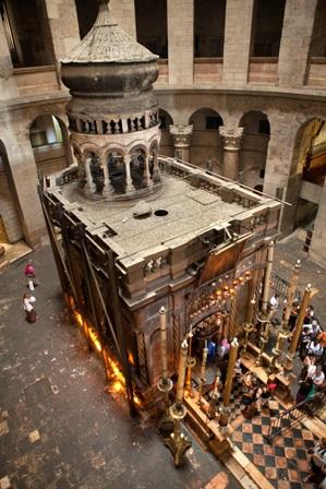 Das Grab Jesu ist eingeschlossen in eine Kapelle im Zentrum der Anástasis. Foto: Israel Tourism (Flickr).