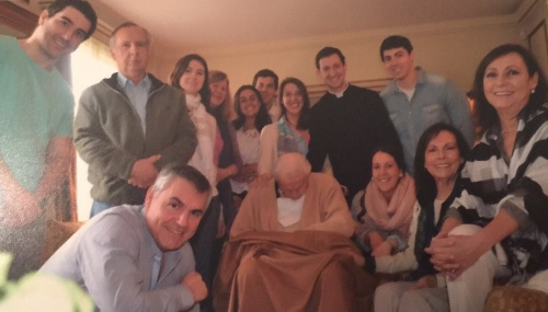 Una fotografía reciente de Eliana, Tito, ya enfermo, y parte de la familia