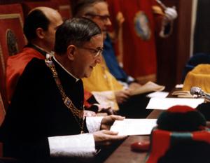 Św. Josemaría w auli Uniwersytetu.  X-1972 r.