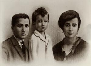 Con sus hermanos Santiago y Carmen