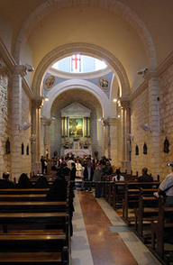 Der Innenraum der Kirche von Kefer Kenna.