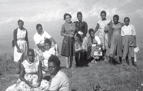 Frauen von Kibondeni bei einem Spaziergang