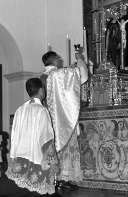 Hiszpania, październik 1968 r. Św. Josemaría odprawiał codziennie Mszę Świętą ze szczególną nabożnością