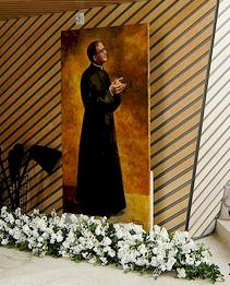 Imagem de S. Josemaria no interior da igreja