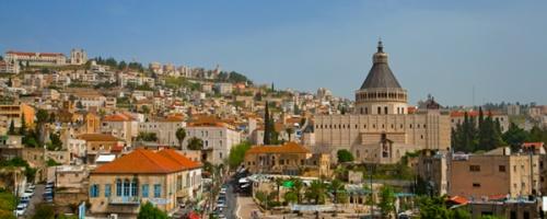 Panoramica di Nazaret da sud, con la Basilica dell'Annunciazione al centro dell'immagine. Foto: Daphna Tal - Israel Tourism