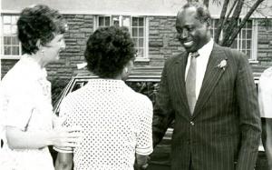 Dando as boas-vindas ao presidente Daniel Arap Moi, em Kianda, 1981