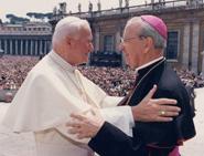 Seligsprechung von Josemaría Escrivá: Papst Johannes Paul II. und  Bischof Álvaro del Portillo.