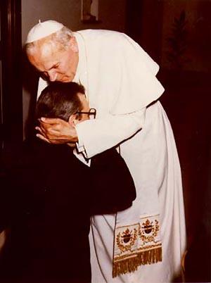 D. Javier Echevarría com João Paulo II, recentemente proclamado beato