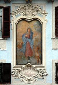 Immagine della Madonna in Piazza della Rotonda