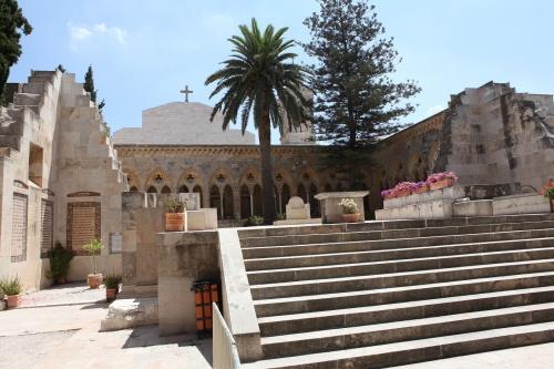Presbiterio della basílica non terminata, sopra la grotta del Padre Nostro. Foto: Alfonso Puertas.