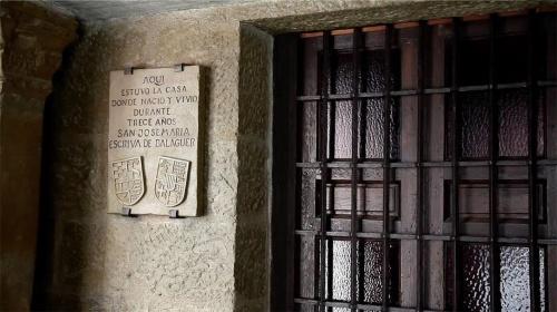 Porta attuale della casa che fu di san Josemaría, a Barbastro