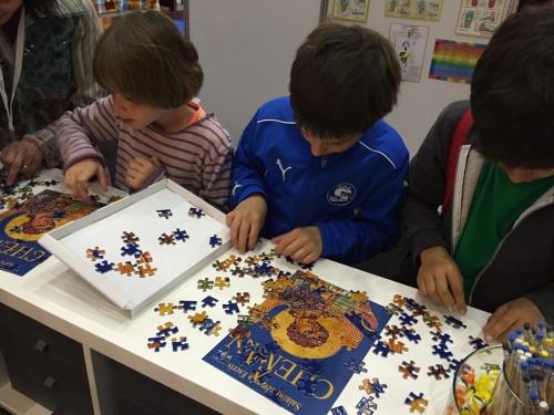 Una de las actividades era un puzzle con la portada de Camino