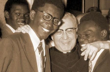 Der hl. Josefmaria mit einigen Mitgliedern des Opus Dei in Rom.