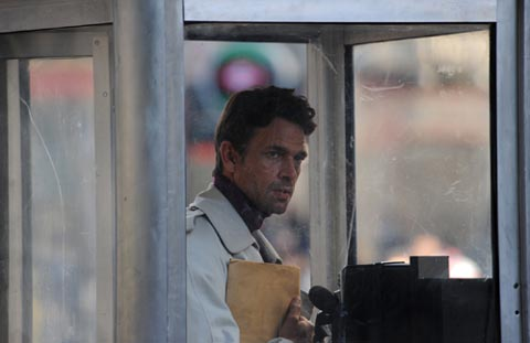 Robert (Dougray Scott) is a journalist who, on investigating the figure of Josemaria Escriva, discovers that his father, Manolo, with whom he has had no relationship for the past eight years, was a friend of Escriv� during his childhood.