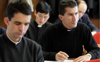 Ich bin Gott für die 50 Jahre in der Priestergesellschaft vom Heiligen Kreuz sehr dankbar .