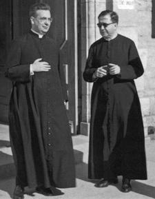 Le fondateur de l'Opus Dei avec don Alvaro del Portillo à Ars