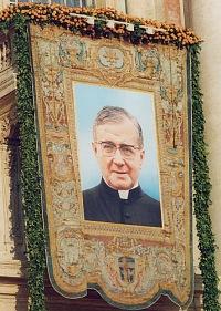 Wizerunek św. Josemarii, który wisiał na balkonie na Placu Św. Piotra w dniu kanonizacji