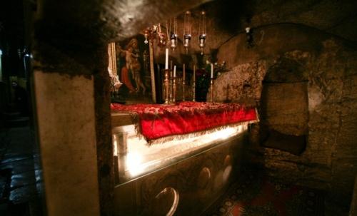 A câmara funerária está escavada na rocha e tem um banco adossado à parede para colocar o corpo. Foto: Svetlana Grechkina (Flickr)