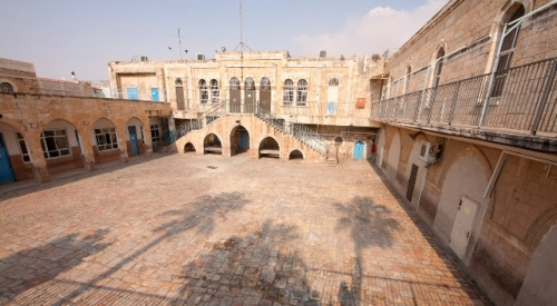 Hof der Islamschule El-Omariye. Firma: Israel Tourism (Flickr).