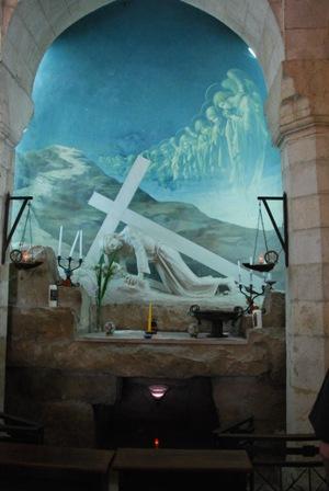 In der Kapelle ist in dem Altarbild die Szene der dritten Station festgehalten. Firma: Alfred Driessen.