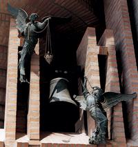 Dzwony kościoła Najświętszej Maryi Panny od Aniołów, które dzwoniły w momencie, gdy św. Josemaria zobaczył Opus Dei