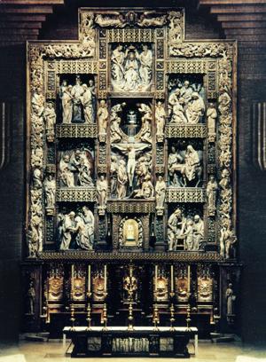 Główny ołtarz sanktuarium w Torreciudad