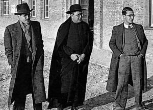 Der heilige Josemaría mit Juan Jiménez Vargas und Ricardo Fernández Vallespín, zwei der ersten Mitglieder des Opus Dei.