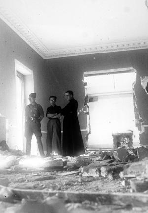 28. März 1939: In den Trümmern der Akademie DYA.