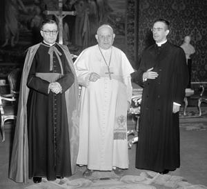 De zalige paus Johannes XXIII met de heilige Jozefmaria en Álvaro del Portillo.