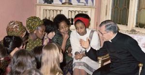 À Rome, avec un groupe de jeunes filles