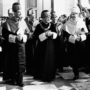 Tijdens een uitreiking van eredoctoraten aan de Universiteit van Navarra