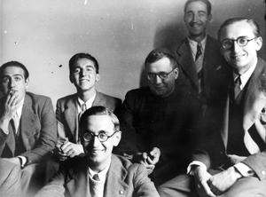 Der hl. Josefmaria und einige Studenten in Madrid