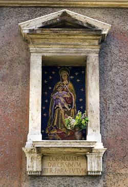 Rappresentazione di Nostra Signora di Loreto che si trova davanti al numero 36 di Via di Villa Sacchetti