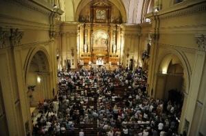 La basilica di Santa Engracia ha accolto centinaia di fedeli per la celebrazione liturgica.