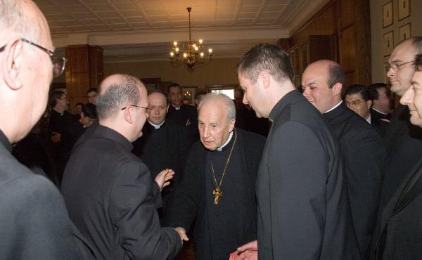 Členové Kněžské společnosti Sv. Kříže