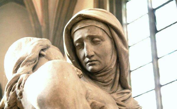 Vida de Maria (XV): Junto à Cruz de Jesus