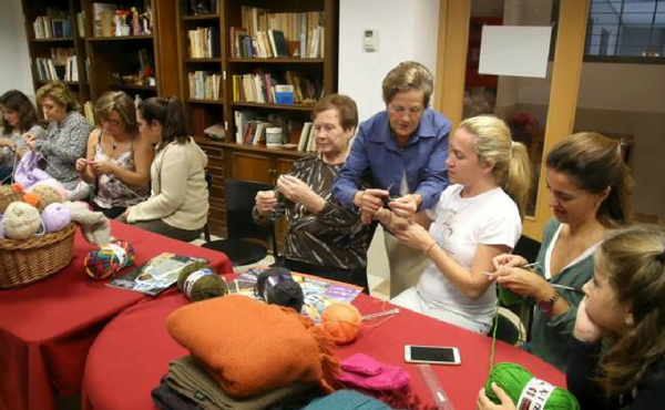 «Tejer por Siria»: un taller de confección de ropa de abrigo para enviarla a los refugiados desde Valencia