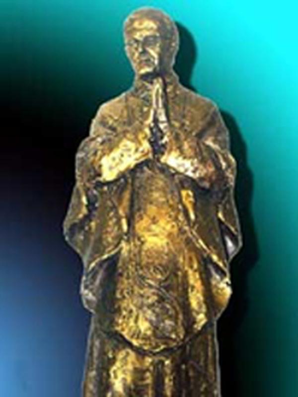 Une statue de saint Josémaria à Temperley