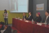 Shiela Mameng, de Filipinas, contó su paso por Terral ante el obispo y el alcalde de Barcelona.