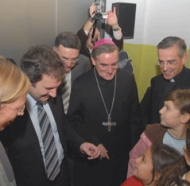 Mons. Martínez Sistach animó a las niñas a amar a todos 'procedan de donde procedan'.