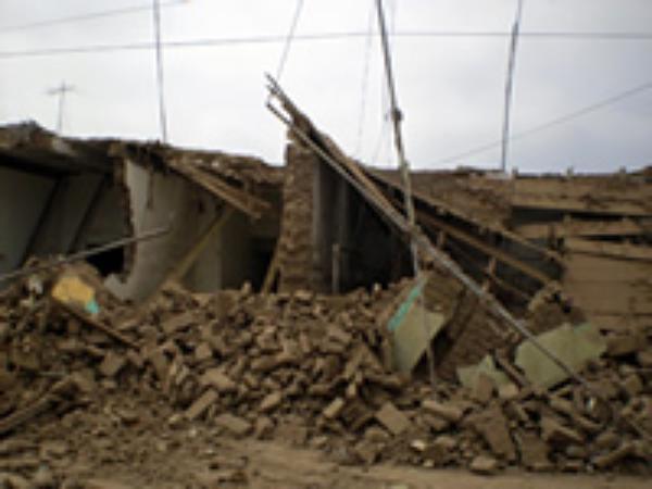 """Terremoto en Perú: """"es la hora de la caridad"""", dice Mons. Echevarría"""
