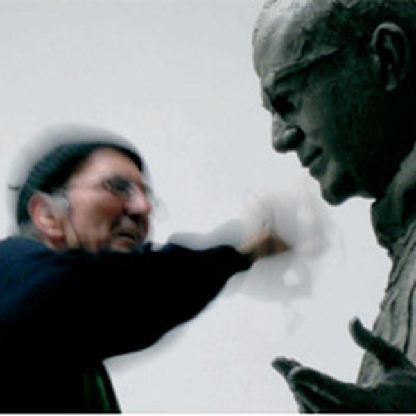 L'artista prega con le sue mani