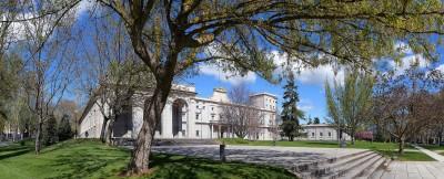 Gmach główny Uniwersytetu Navarry