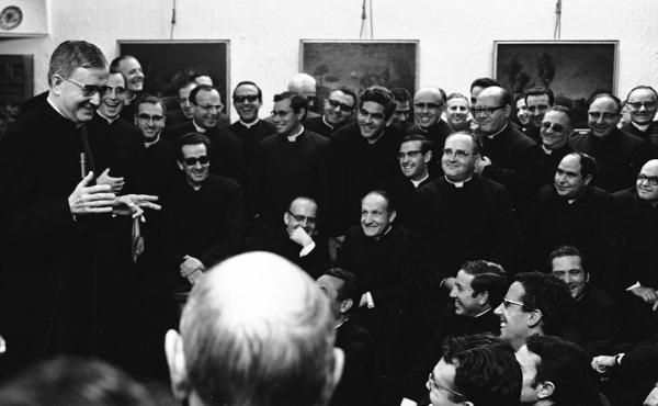Opus Dei - Unha asociación de clérigos