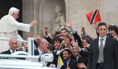 Benedicto XVI saluda a jóvenes del UNIV.