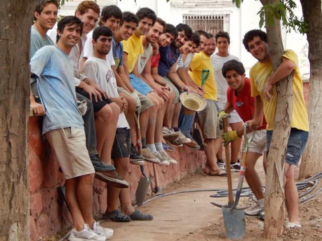 Opus Dei - Universitarios para el Desarrollo impulsa viajes solidarios